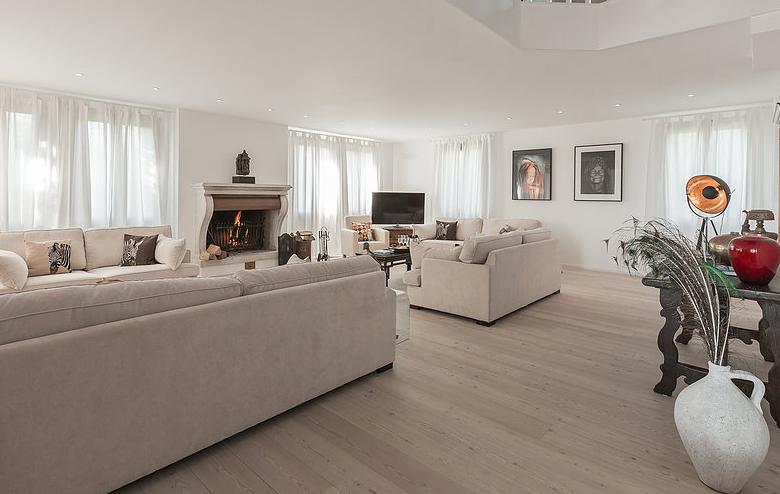 Livingroom panorama copy.png