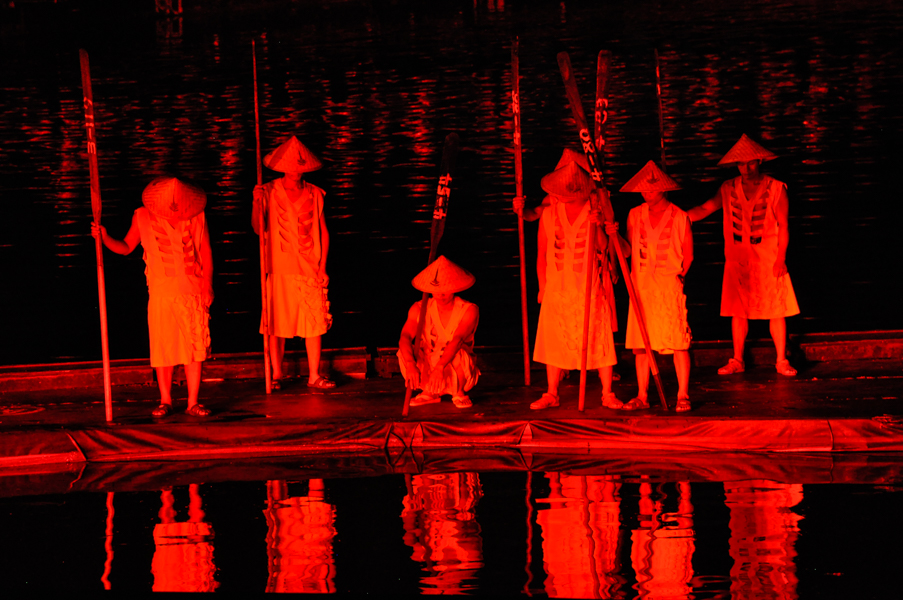 Red reflections on the Li River. Impression Sanjie Liu. China, 2014.