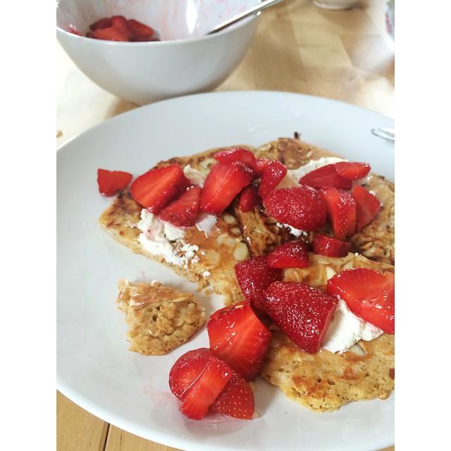 Strawberries PT 1. #pancakes #brunch #Sunday #NYC #Brooklyn #strawberries #almonds #goatcheese #eatlocal #eatseasonal #feedfeed
