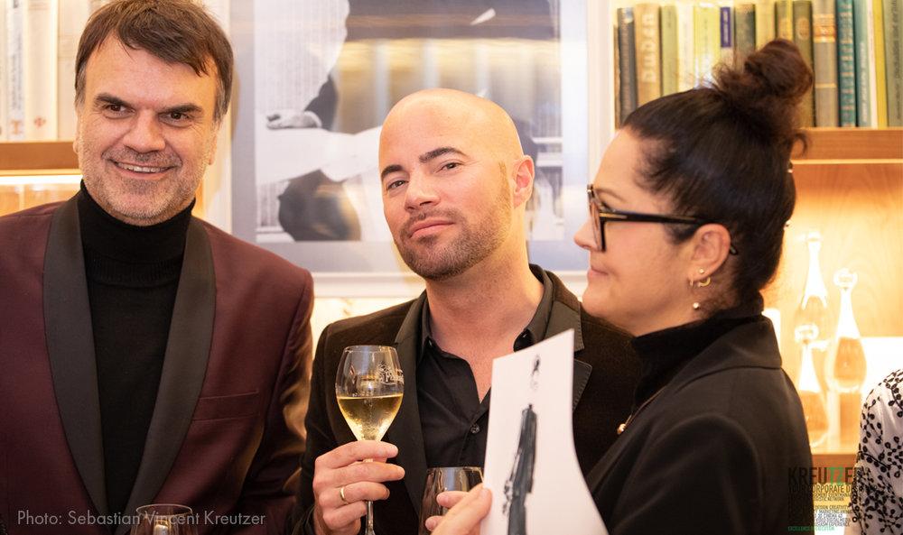 Virginia-Romo-Fashion-Illustration---Dior-VOGUE-Xmas-2018-live-sketching-event-gafas-feliz.jpg