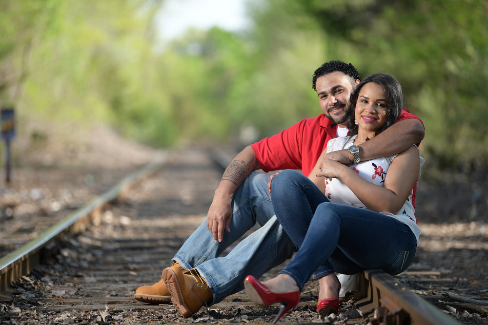 engagement photo- engagement shoot on train tracks
