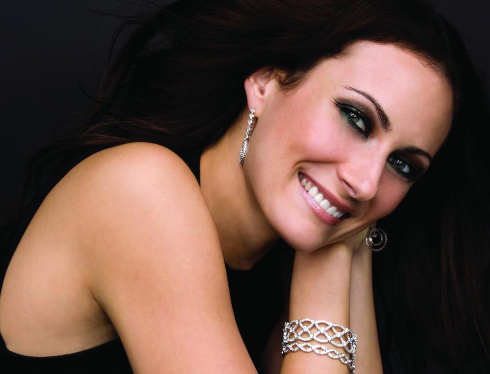 Benanti-Laura-Concert-Headshot.jpg