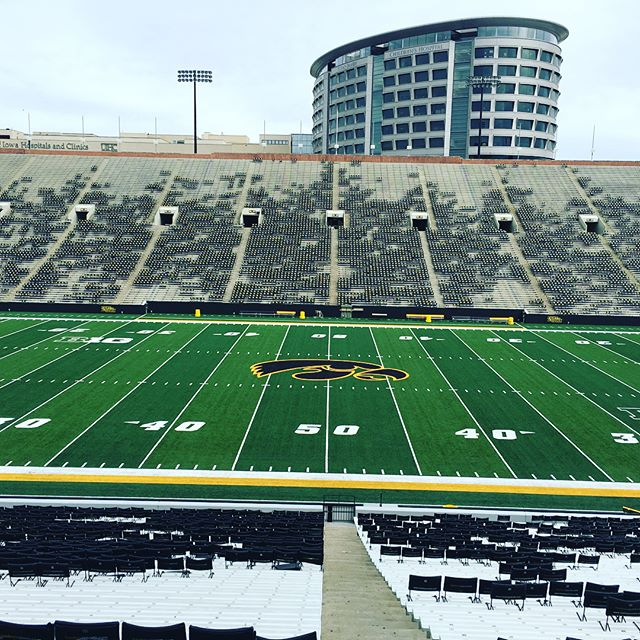 The children's hospital over looking @kinnickstadium is the coolest thing ever. Hats off to you @hawkeyefootball #iowa #big10