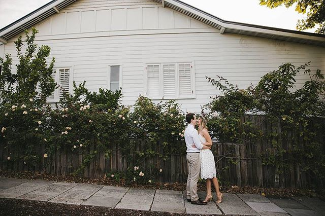 Rose and Will outside the loveliest of homes. Yay for backyard weddings 🎉 @amandakalessi