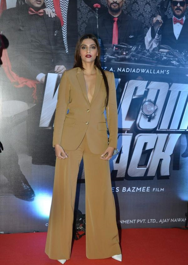 sonam-kapoor-at-welcome-back-movie-premiere-1.jpg