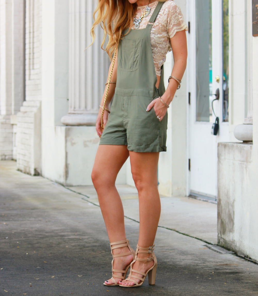 A solid colored dungaree paired with a lacy crop top- Lovin' it!
