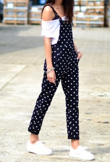 Such a cute boho look! Pair your overalls with an off-shoulder crop top.