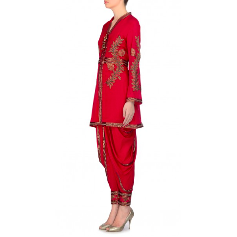 Everything about this Ashima Leena outfit screams Eid special! The jacket kurta with cowl pants is all you need to stay festive and trendy. We love how the corners have been outlined with gold lace. The back of the kurta has an embroidery patch below the neck and on the waist too.Pair them with gold peep toes or pumps!