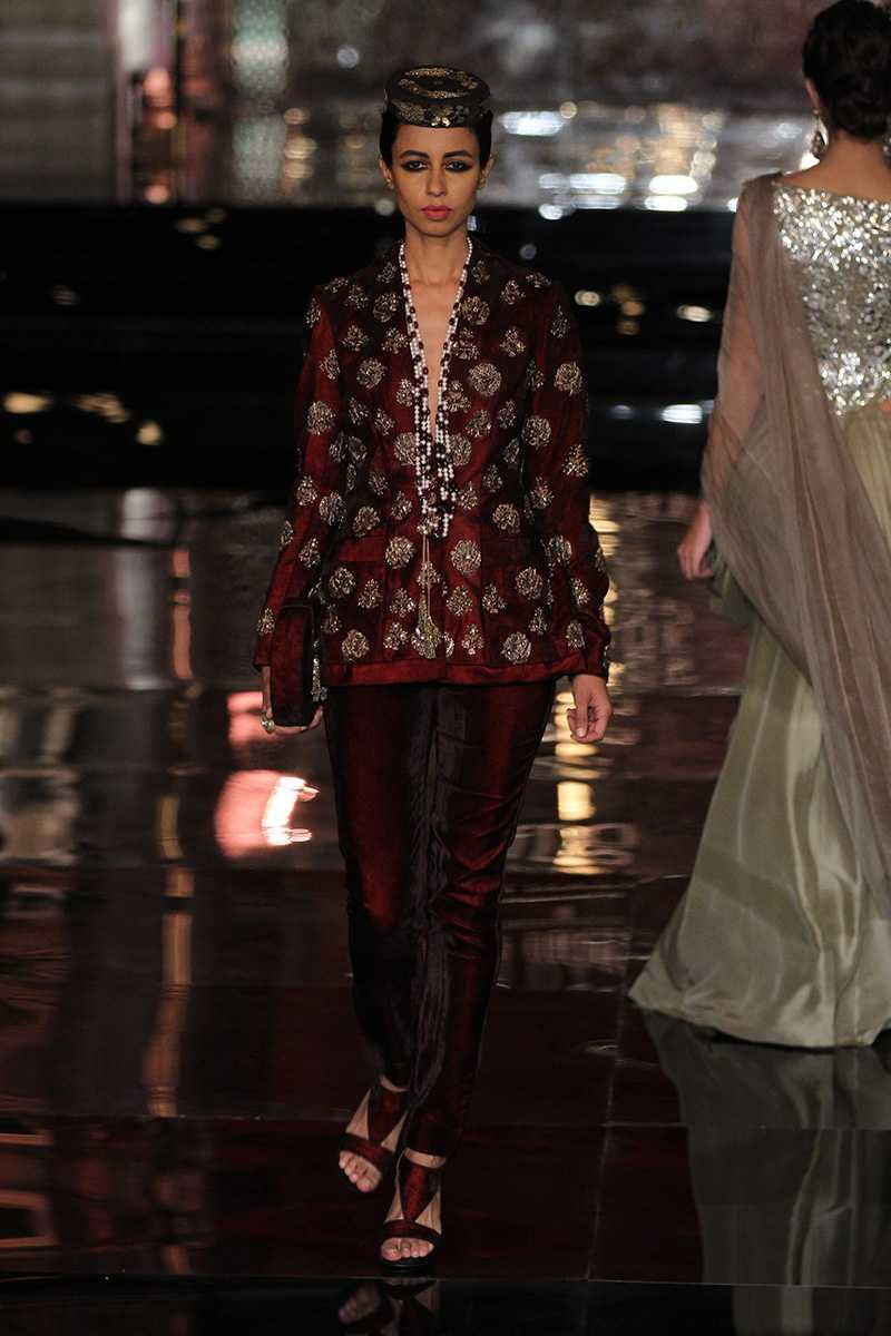 Manish-Malhotra-collection-india-couture-week-2016-17.jpg