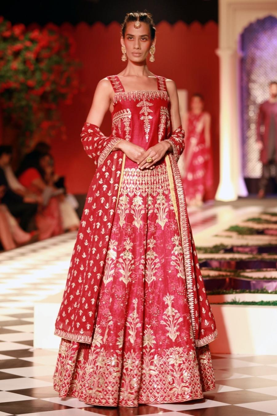 New Delhi India Couture Week 2016  Anita Dongre-529200.jpg