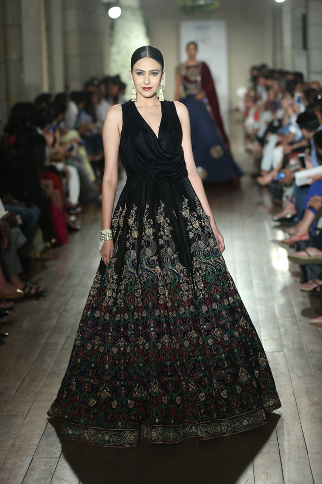 i_manav_gangwani_-__begum-e-jannat__india_couture_week_2016_2_1469439484.jpg