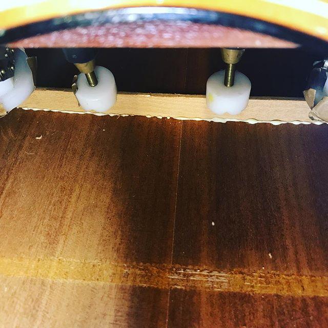 I love squeeze out!  #lutherie#guitarrepair#instrumentrepair#repair#woodworking#guitartech#guitarsofinstagram#whatsonyourbench#luthier#oldworld#vintage#relic#restoration#guitarporn#acoustic#glue#brokenguitar#glueup