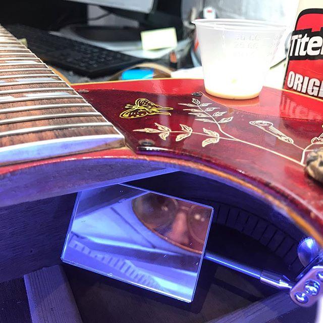 Portrait of the artist with a loose brace  #lutherie#guitarrepair#instrumentrepair#repair#woodworking#guitartech#guitarsofinstagram#whatsonyourbench#luthier#oldworld#vintage#relic#restoration#guitarporn#acoustic#glue#outsidethebox#insidethebox#gibsonguitar#hummingbird