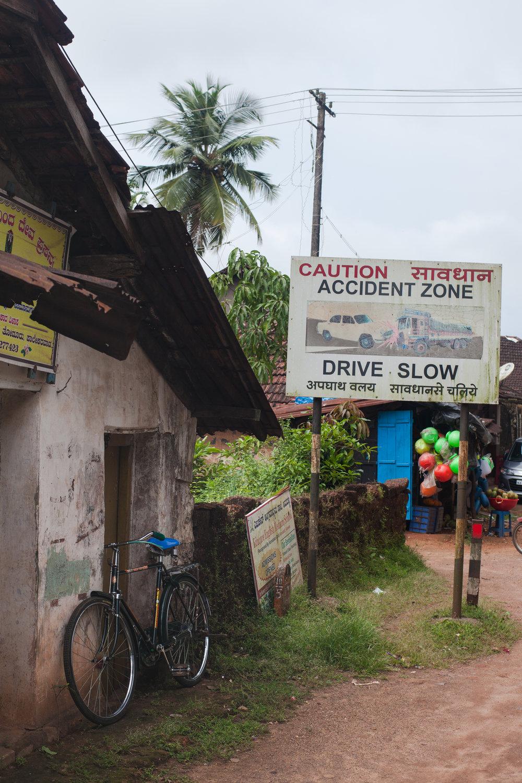RW2 - Ozzie Hoppe - Surfing India - Moto Trip13.jpg