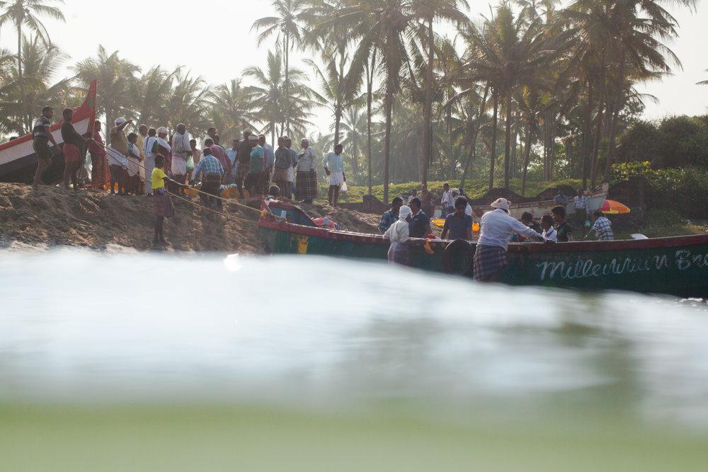 RW2 - Ozzie Hoppe - Surfing India - Moto Trip2.jpg