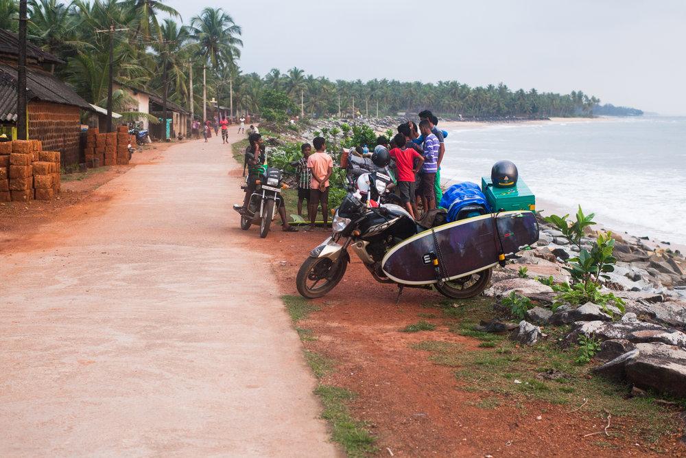 RW2 - Ozzie Hoppe - Surfing India - Moto Trip8.jpg