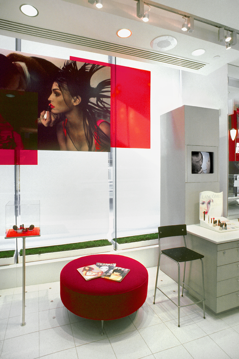 Lancome. Tobin Parnes Design. NY. Retail Design. Lounge Area.