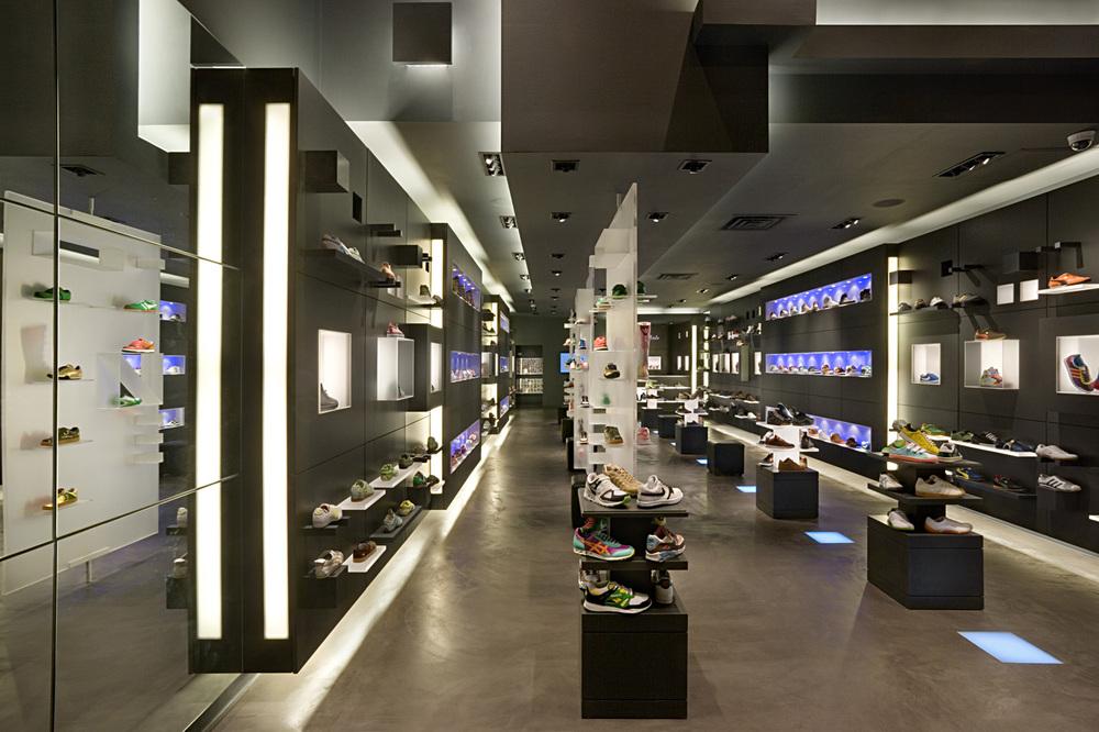 R. Sole. Tobin Parnes Design. Retail Design. Sales Area. Movable Display.