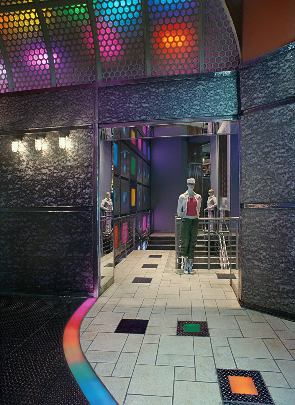 Michael K.. Tobin Parnes Design. NY. Retail Design. Vestibule.