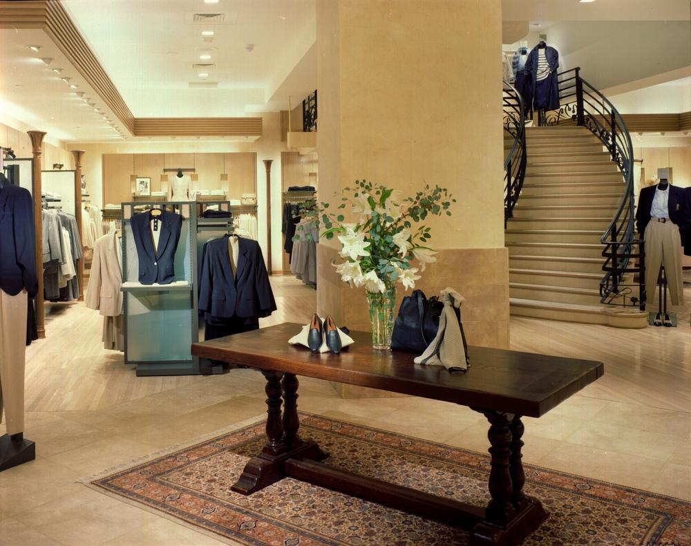 Episode. Tobin Parnes Design. Retail Design. Entry.