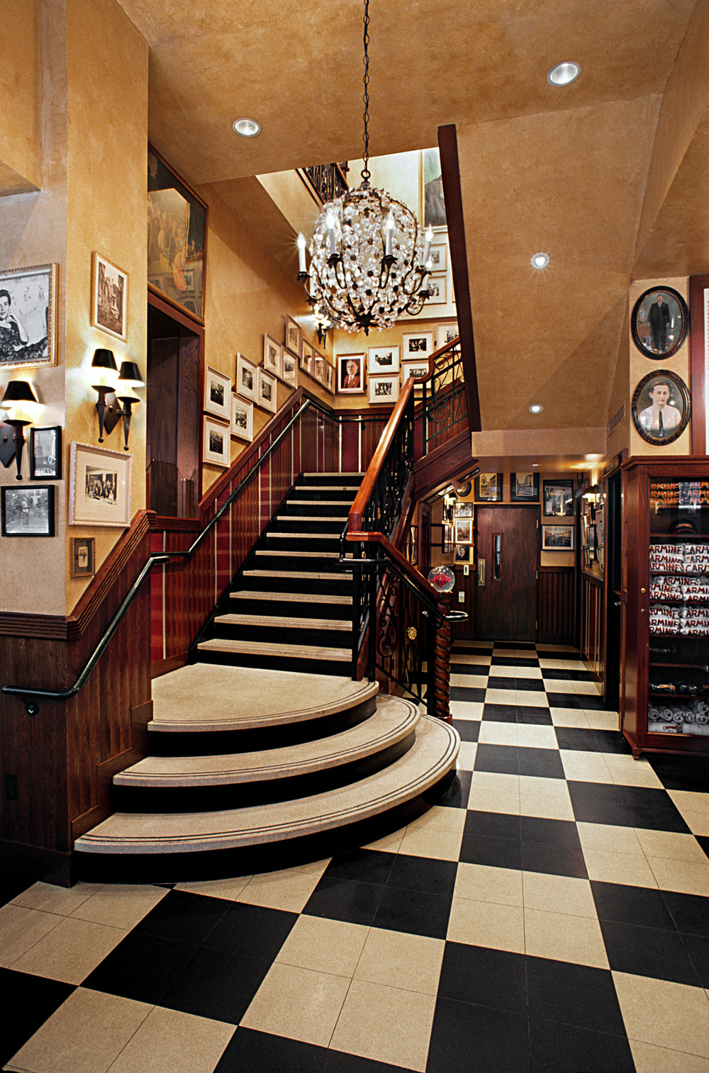 Carmine's Italian Restaurant. Tobin Parnes Design. NYC. Hospitality Design. Restaurant. Times Square. Black & White. Checker Board. Flooring. Millwork. Staircase.