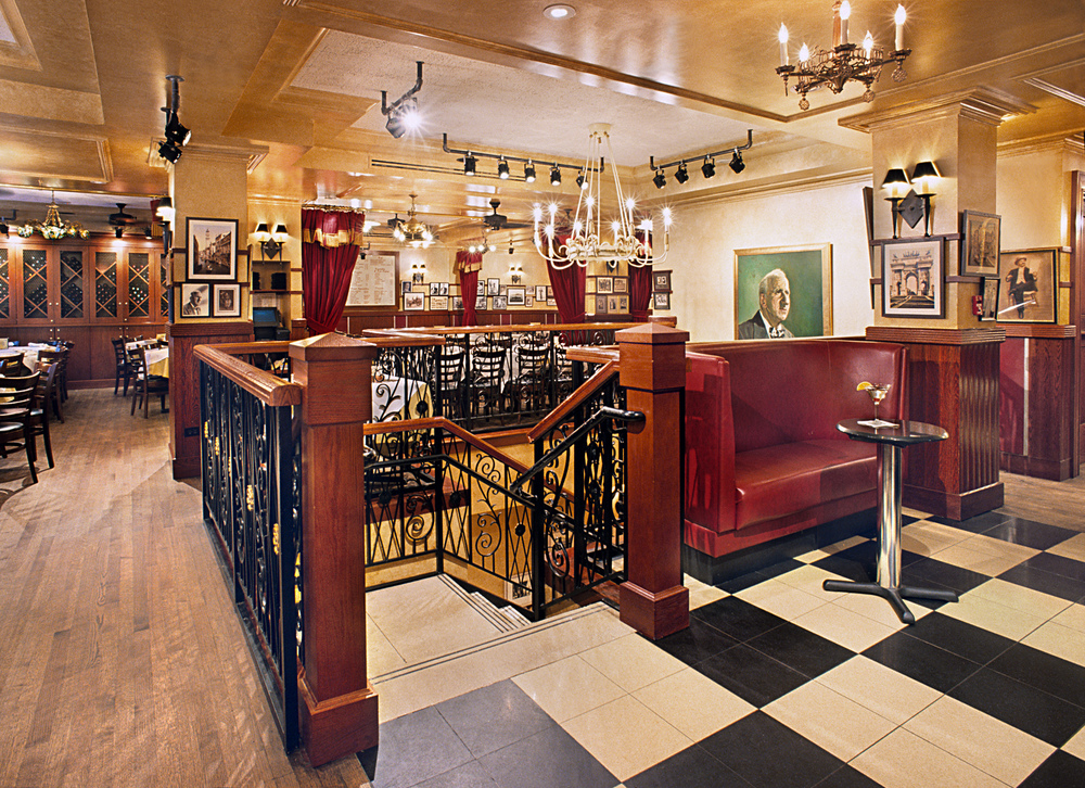 Carmine's Italian Restaurant. Tobin Parnes Design. NYC. Hospitality Design. Restaurant. Times Square. Stair Area.