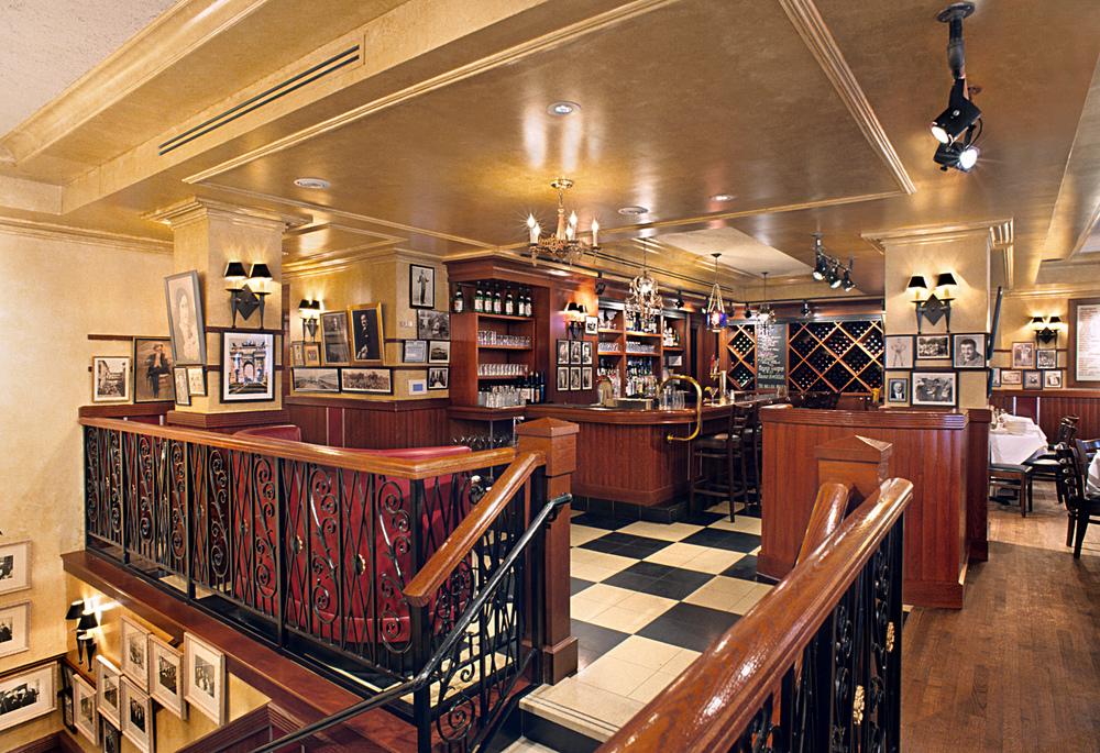 Carmine's Italian Restaurant. Tobin Parnes Design. NYC. Hospitality Design. Restaurant. Times Square. Dining Area.