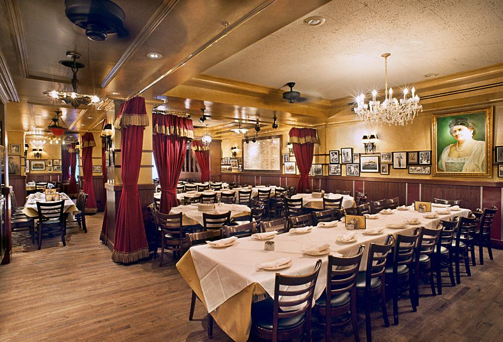 Carmine's Italian Restaurant. Tobin Parnes Design. NYC. Hospitality Design. Restaurant. Dining Area.