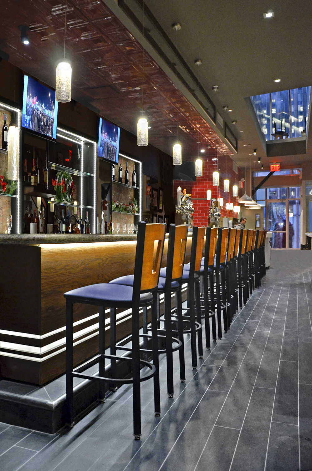 TGI Friday's. Tobin Parnes Design. NYC. Hospitality Design. Restaurant. Bar Area.