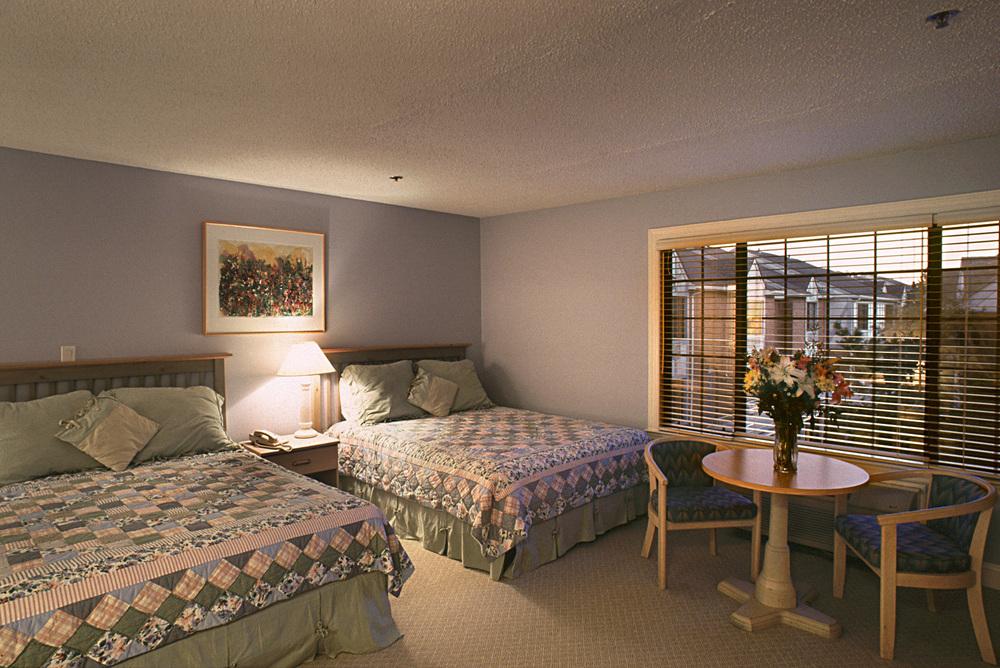Southhamton Inn. Tobin Parnes Design. NY. Hospitality Design. Suite.
