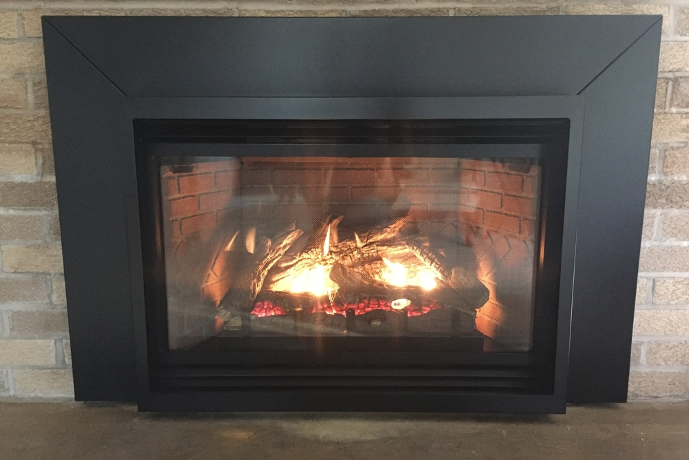 "Innsbrook Traditional Gas Fireplace Insert with Standard 6"" x  6"" Black Matte Surround & High Visability Safety Screen"
