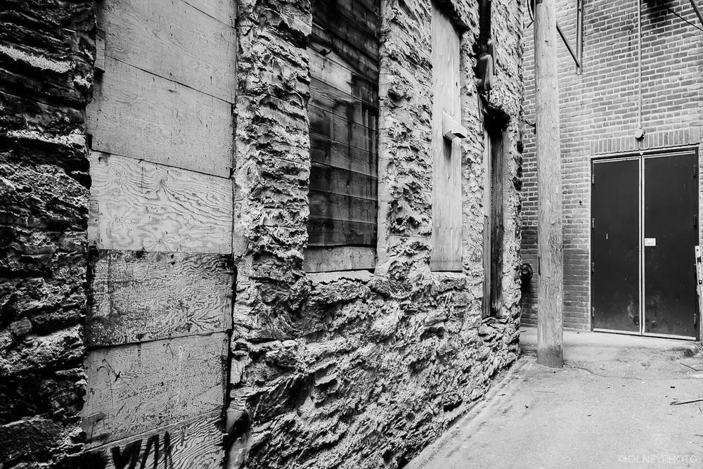 Alley in downtown Sherbrooke OLNEY Photographe