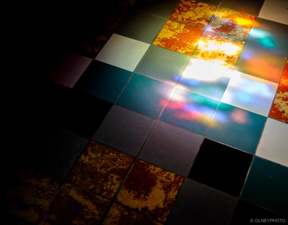 Splash of light on chapel floor OLNEY Photographe Sherbrooke
