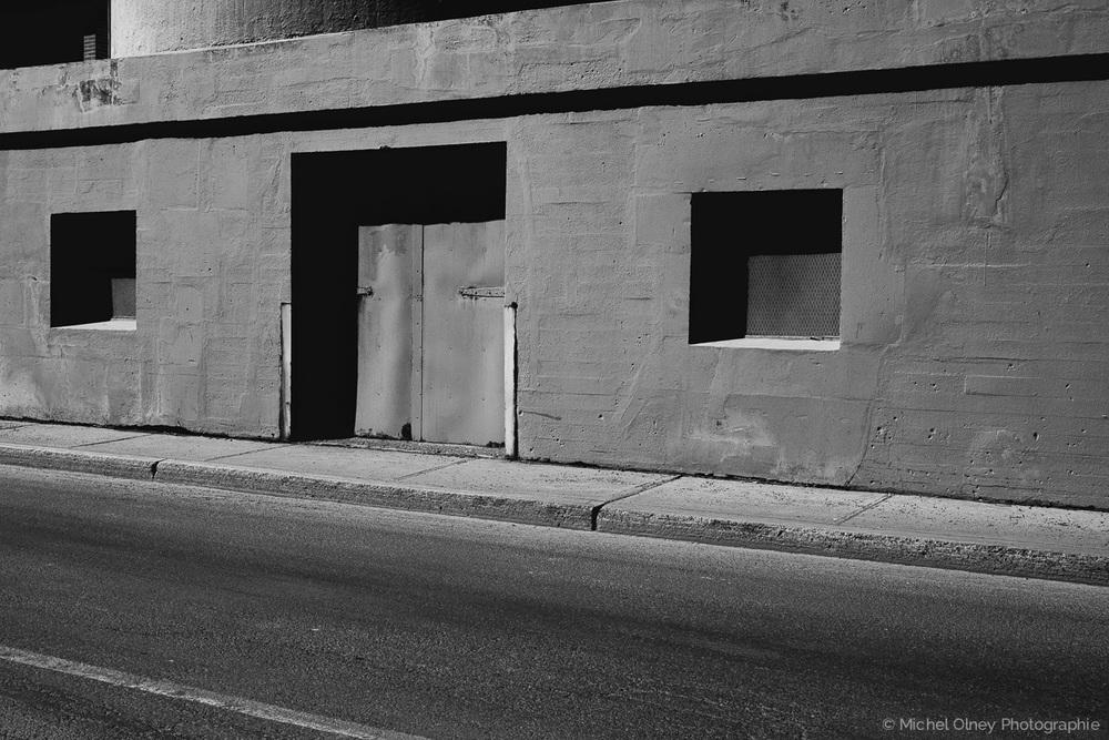 OLNEY-Entrepôt Montréal noir et blanc-atelier LaRoque street photography OLNEY Photographe Sherbrooke