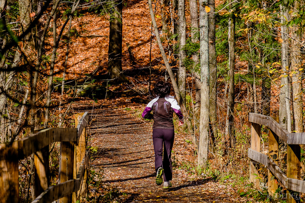 Lonely jogger amidst the colors of autumn in Sherbrooke QC OLNEY Photographe