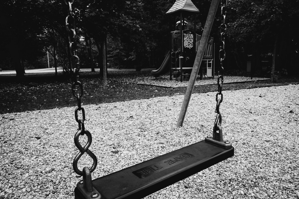Lonely swing - Games are over street photography OLNEY Photographe Sherbrooke