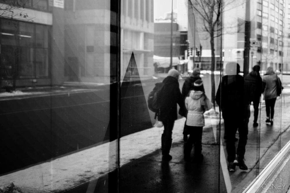 Another reflection in Montreal streets photographie de rue olney photographe sherbrooke