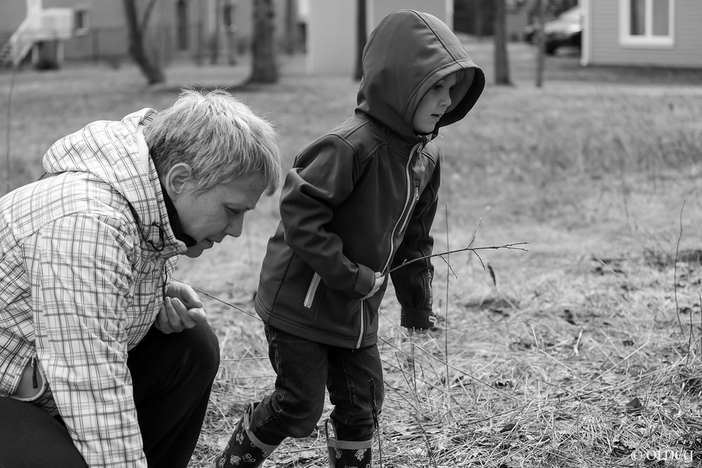 Granny and grand-son playing together olney photographe sherbrooke