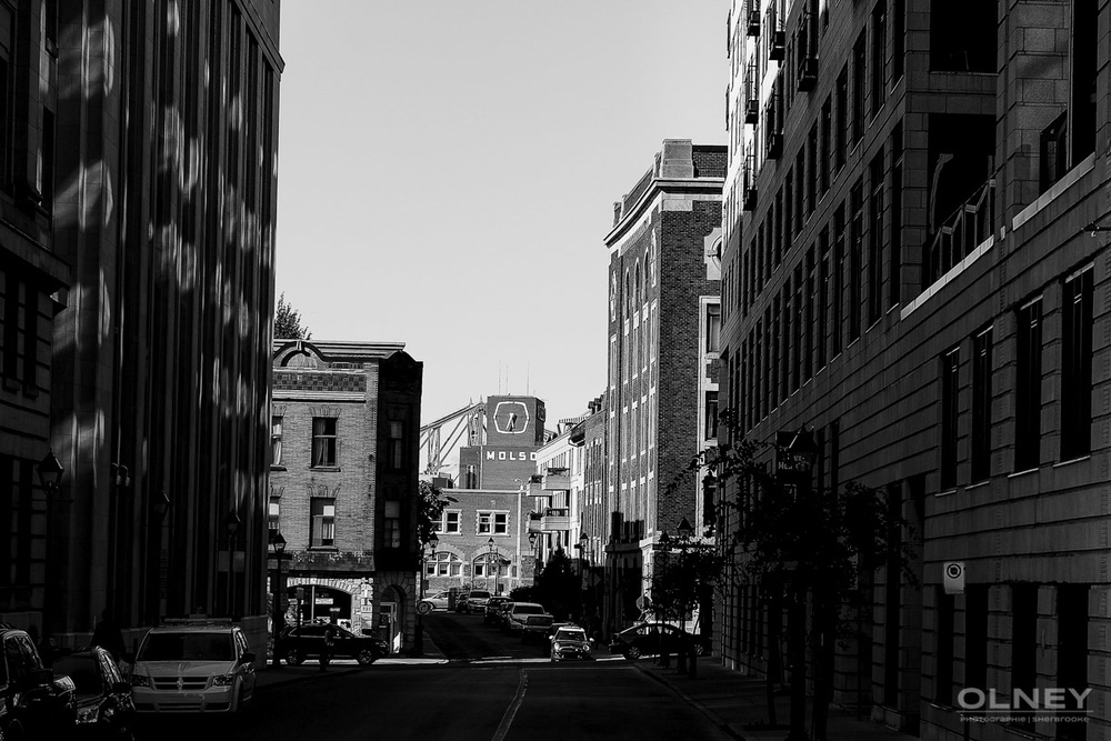 Montreal street black and white street photography olney photographe sherbrooke