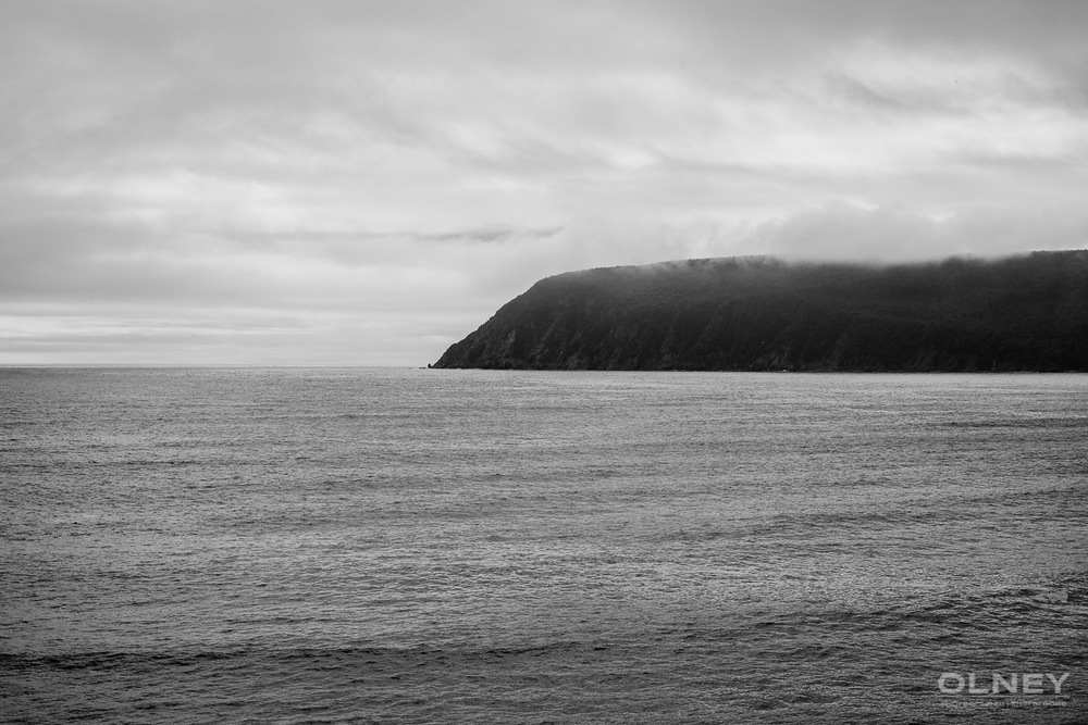 Cliff in Ingonish on Cap Breton black and white olney photographe sherbrooke