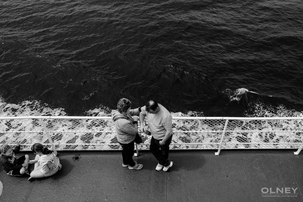 Comforting on the ferry black and white olney photographe sherbrooke