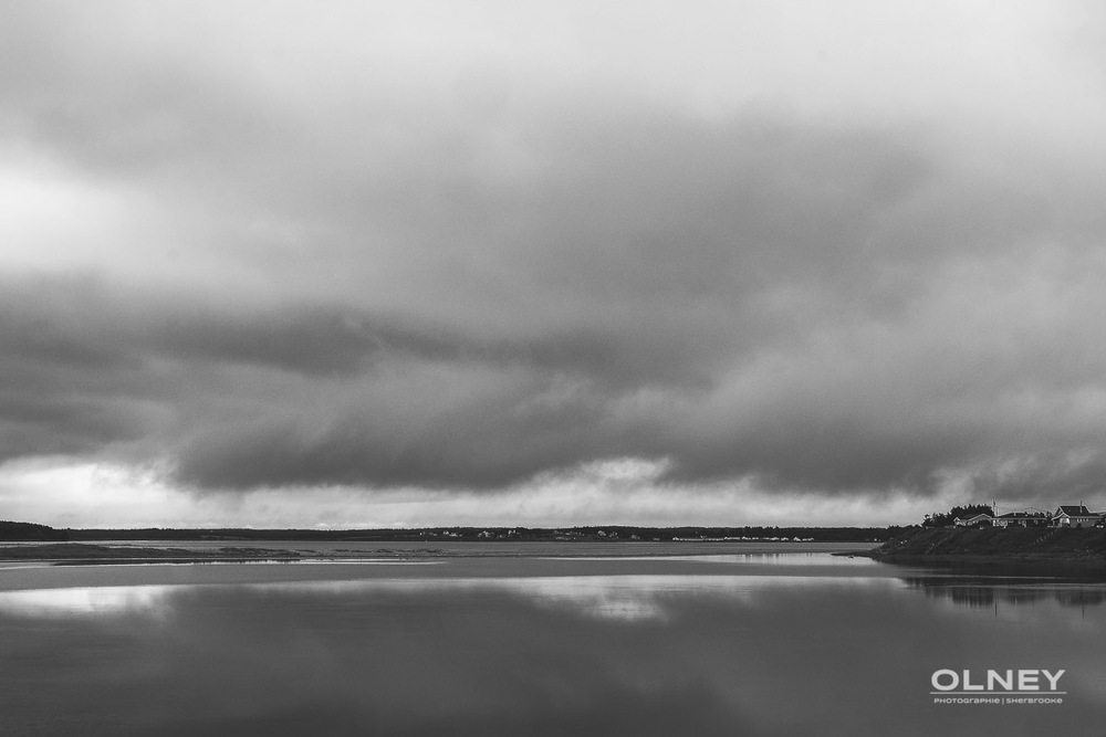 Barachois and sky PEI black and white olney photographe sherbrooke