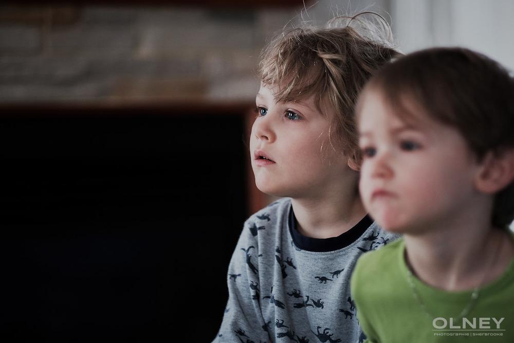 Jeune garçon et son frère