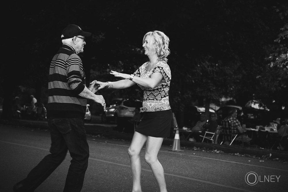 danseurs dans la rue à la fromagerie du presbytère