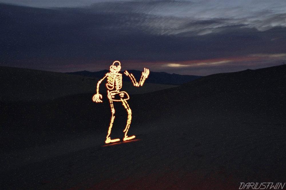 wavingskeleton_DT.jpg