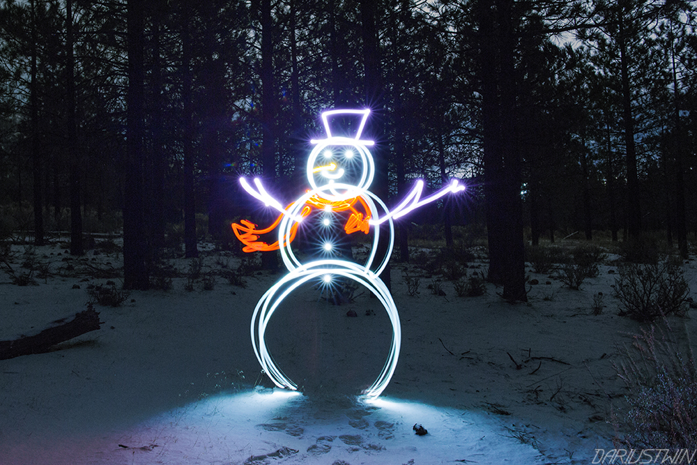 frosty_snowman_lightpainting_nightwriter_photography_slowshutter_dariustwin_art_snow_winter_cute_fun.jpg
