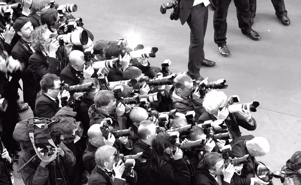 paparazzi crowd.jpg