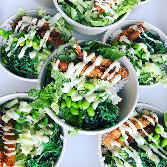 Poké me poké you - Uhu. 💚#lovingmelovingyou #fresh #healthy #poke #edamame #wakame #shrimptempura #homemade #wedoitfresh #bookus #businesscatering #catering #eventcatering #foodtruck