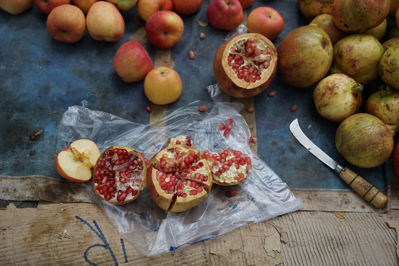 SARA ANGELUCCI | POMEGRANATES, CHINA   | IMPRESSION CHROMOGÉNIQUE     | 13.3    X 20 POUCES   | EDITION DE 1  5   | 2015   |  600$