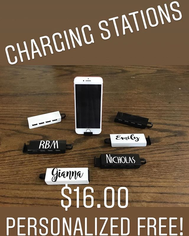 When everyone's phone is dead at the same time... 4 port charging station. #dormlife #collegelife #personalizedcharger #shopvestavia #darnellsfunstuff